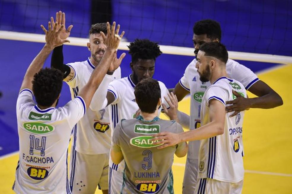 Cruzeiro vence o Caramuru e segue líder isolado da Superliga Masculina